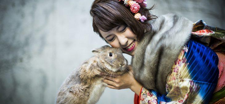 振袖とウサギのモフィー君